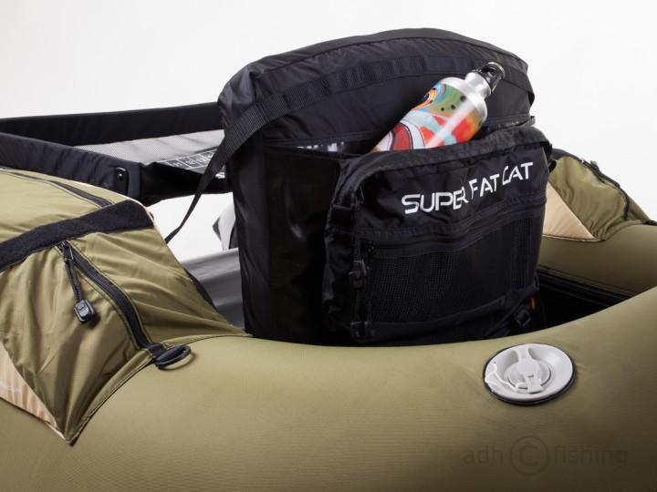 geräumige Tasche in Rückenlehne